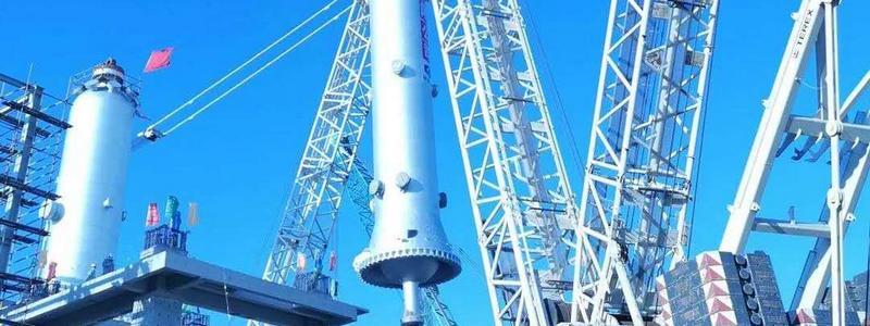 龙油项目100万吨/年悬浮床加氢装置千吨级反应器一次吊装成功